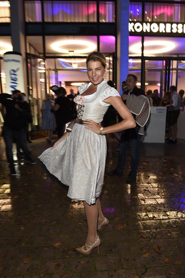 Giulia Siegel tanzt in Angermaier