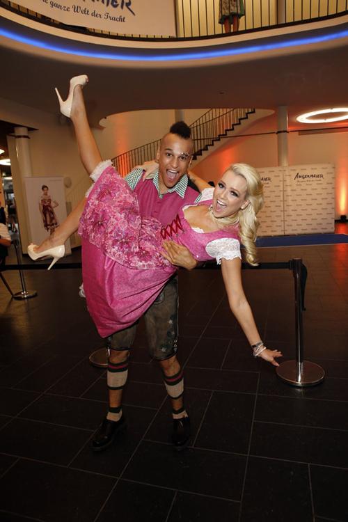 Doreen Steinert und Prince Damien zu Gast auf der Angermaier Trachten-Nacht