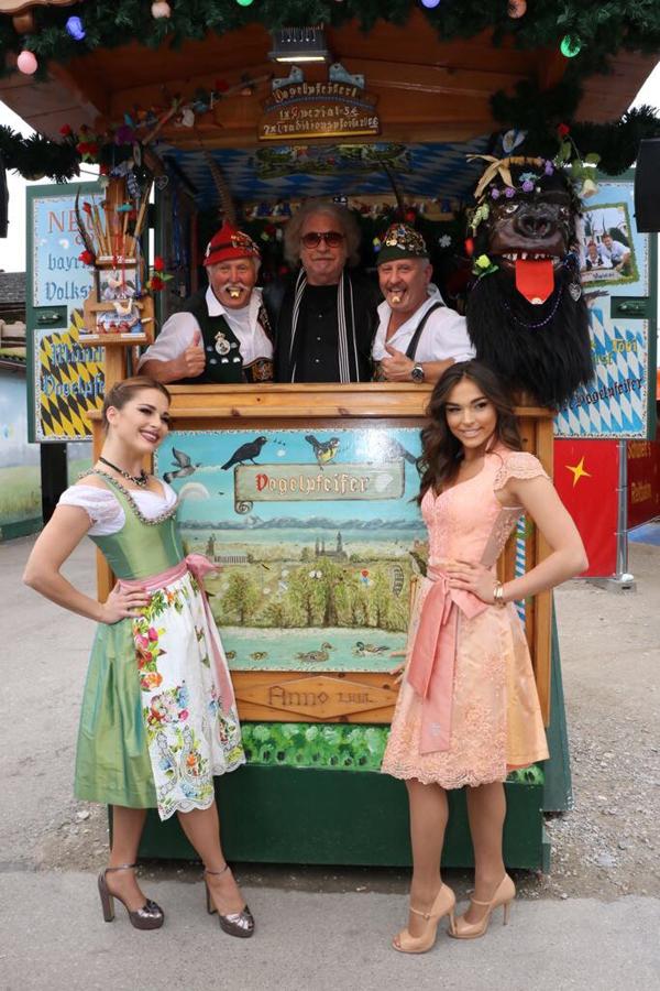 Vivian & Lili mit Ihrem Vater Bernhard Paul auf dem Oktoberfest